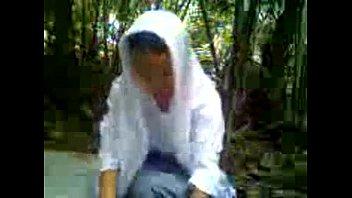 anak MA jilbab ngentot di hutan-