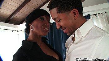 Ebony milf takes a cumshot