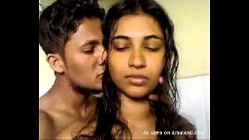 Indian babe gives a hot blowjob
