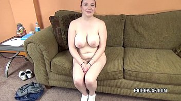 Busty housewife Sinful Skye is swallowing a stiff cock 6 min