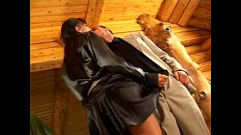 Girl who fuck in satin clothes - xHamstercom