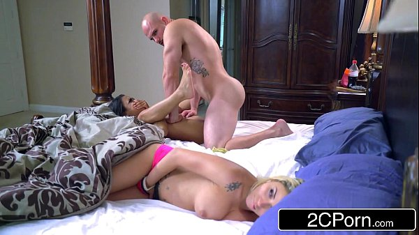 Stepsibling s. Party - Blonde Bimbo Marsha May & Ebony Cutie Nicole Bexley