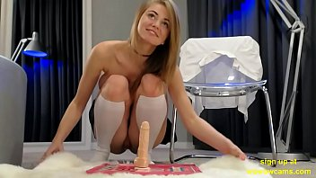 Merry Pie webcam hd dildo ride. sign up at wowowcams