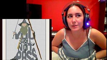 Streamer lets breasts show accidentally (bellajugando)