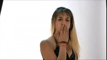 Carlita en back de fotos