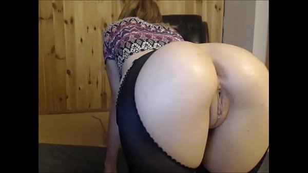 Amateur Girl Gives You a Glimpse of her Ass and Pussy from Behind