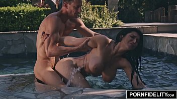 PORNFIDELITY Romi Rain Livestream Wet Dream