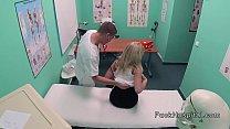 Blonde spinner patient bangs doctor