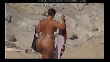 8193324 big ass ever in beach 480p