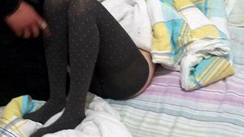 女友喝醉了让暗恋她的同事偷偷脱她衣服