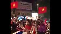 Phùng Ngọc Châu - Clip Các cô gái cởi áo ăn mừng U23 Việt...xem full tại t.me/live18vn2