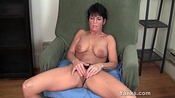 Yanks MILF Kassandra Wild Works Her Clit