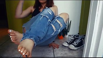 Cams4free.net - College Student Sexy Bare Feet
