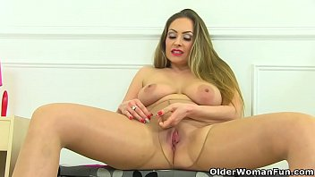 English milf Classy Filth squirts on her dildo