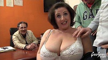 Cougar se fait sodomiser devant son mari
