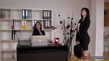 Bigass office babe getting orally pleasured