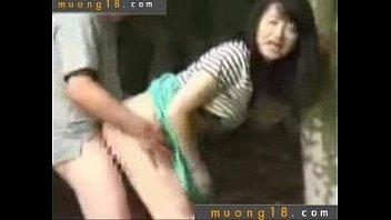 Quay len cap doi lam tinh ngoai cong vien - Muong18