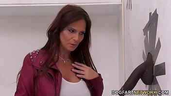 Detective Syren DeMer Has Anal With A Big Black Dick - Gloryhole