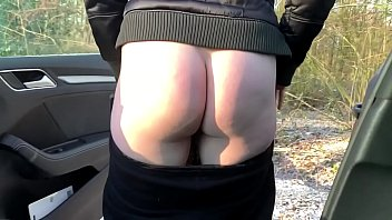 Sexy ass amateur girl has to pee badly in public