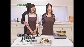 Vừa nấu ăn vừa chịch trên truyền hình nè   Full HD: bit.ly/2IaM43g
