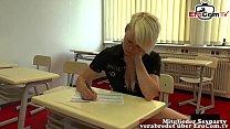 Milf Schülerin mit kurzen haaren macht ihren ersten creampie gangbang