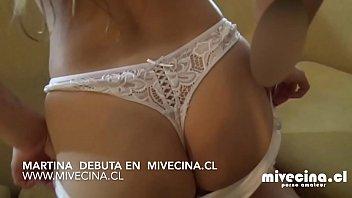 Martina, ella es una exquisíta jovencita que nos muestra su amor por chupar. video completo en mivecina.cl