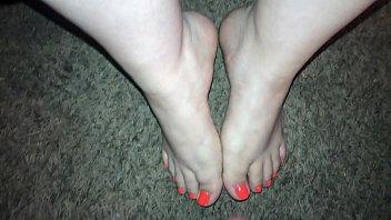 Mini Cumshot on hot sexy feet (Feet Cumshot)