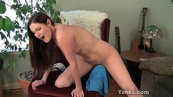 Yanks MILF Samantha Rubbing Her Snatch 6 min