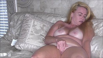 Sexy Blonde MILF Nikki Rubbing Her Clit Til She Cums 2 min