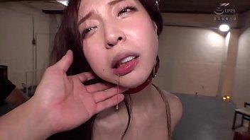 这么漂亮的小姐姐被虐待哭了看着好心疼