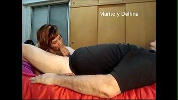 Marito y Delfina tremenda chupada de culo me hace y despues una buena mama y me saca toda la lechita y se la toma  toda