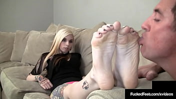 Tatted Slut Sierra Cure Uses Her Hot Feet To Give Cum Shooting Footjob