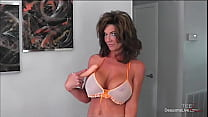 Deauxma uses her dildo until she has a squirting climax.