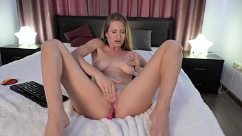 SEXY BLONDE SHOWS HER PUSSY BY SPREADING HER LEGS