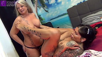 Horny assfuck / pussy-fuck live show and piss live show with TS-Amal and Rosella!