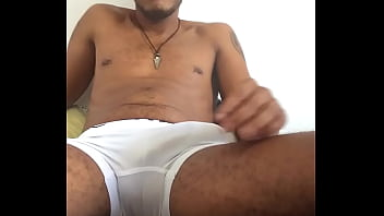 Mulato pulsando a rola de tesao na cueca box branca