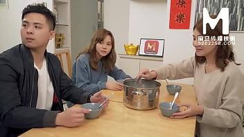 【国产】麻豆传媒作品/MD-0142 母女双飞闹元宵 004/免费观看