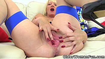 An older woman means fun part 485