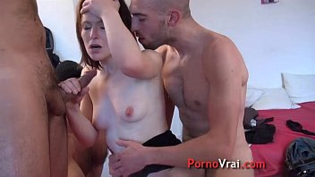 Squirting femme fontaine en gang bang French amateur