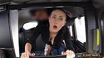 Pretty Nicole blasts inside the taxi by the cab driver