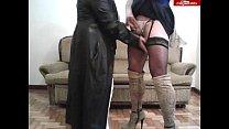 Gordita madura excita a su amiga trava con su tapado de cuero