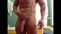 Massive Str8 bodybuilder flexing & huge cock - hotguycams.com