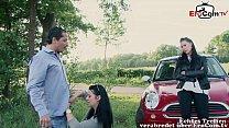 Deutsche Notgeile Milf flirttet mit Mann nach Autounfall