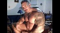 Muscle dad Solo webcam - hotguycams.com