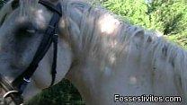 BDSM chasse, traditions et fessée à cheval CLIP