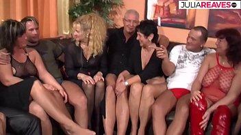 Omas und Hausfrauen treffen sich zum Gruppensex